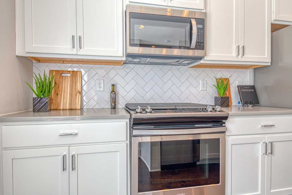 2019 home design trends - Subway tile laid out in different patterns