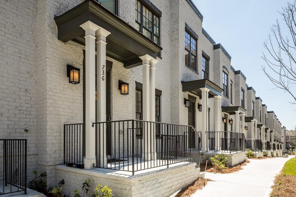 Modern brownstone townhomes in Cosmopolitan - See these intown Atlanta homes by Rockhaven
