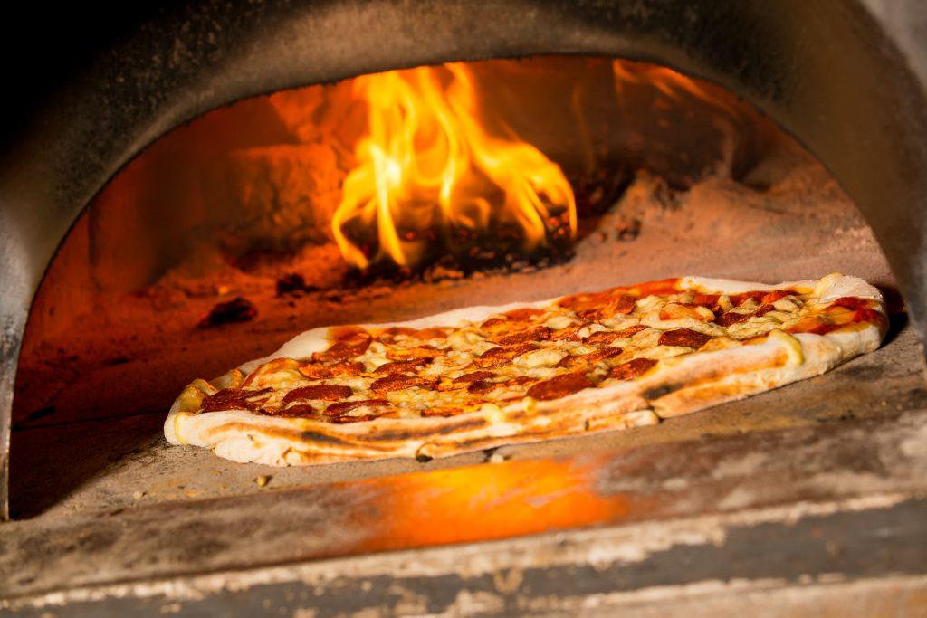 Wood-fired pizza [Monika Wisniewska 123rf]