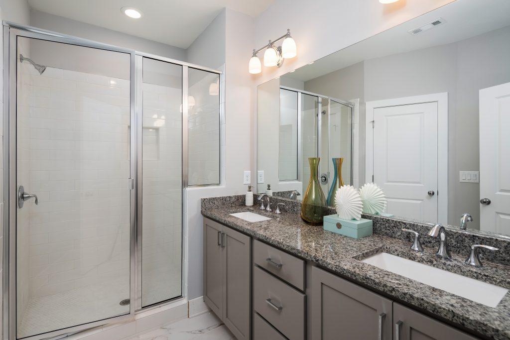 a master bathroom in Eastland Gates
