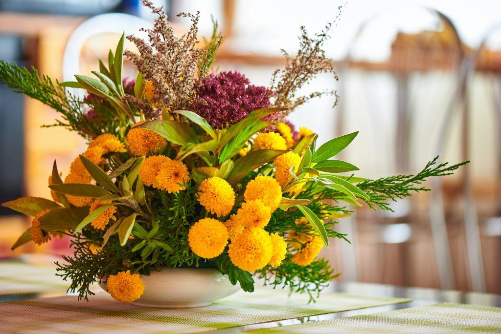 Fall arrangement, the perfect decor in a Keswick Estates home